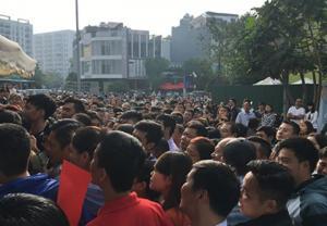 Hàng trăm người chen nhau mua 50 căn hộ tại Chung cư CT2