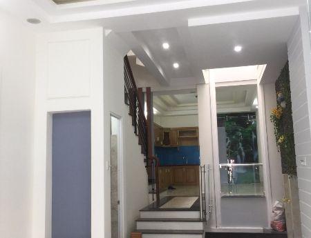 Cho thuê nhà nguyên căn hẻm Trần Xuân Soạn P. Tân Hưng, 64m2, 2PN, 2WC, giá 9 tr/tháng
